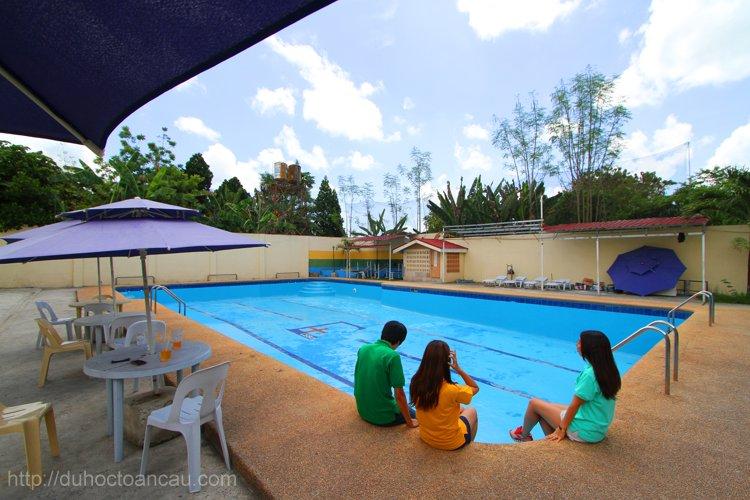 Bể bơi tại SME để học viên có thể sống và học tập hiệu quả nhất.
