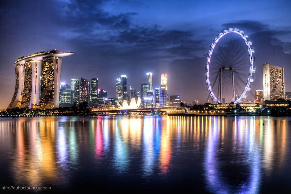 tuan-le-tu-van-du-hoc-singapore-tang-ve-may-bay