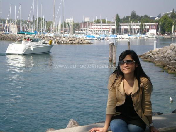 Tác giả bài viết chụp khi đang du học Thụy Sĩ (Ảnh do Minh Nhu cung cấp)