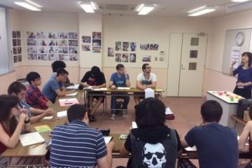 Du học sinh trong giờ học tiếng Nhật