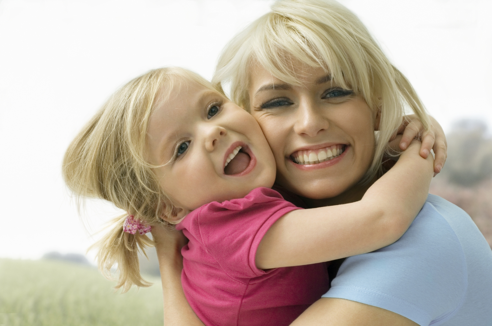 smiling-mom-and-daughter