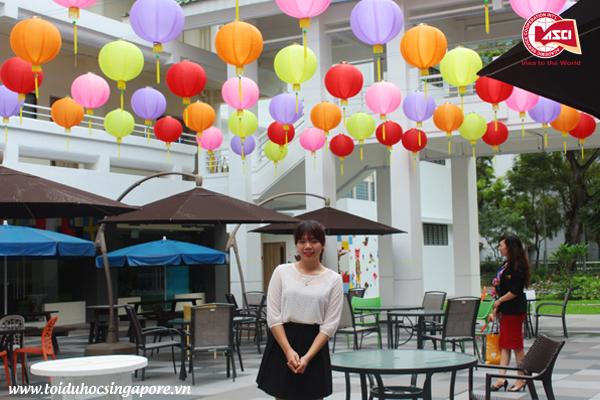 Bên ngoài canteen của Đại học James Cook, Singapore