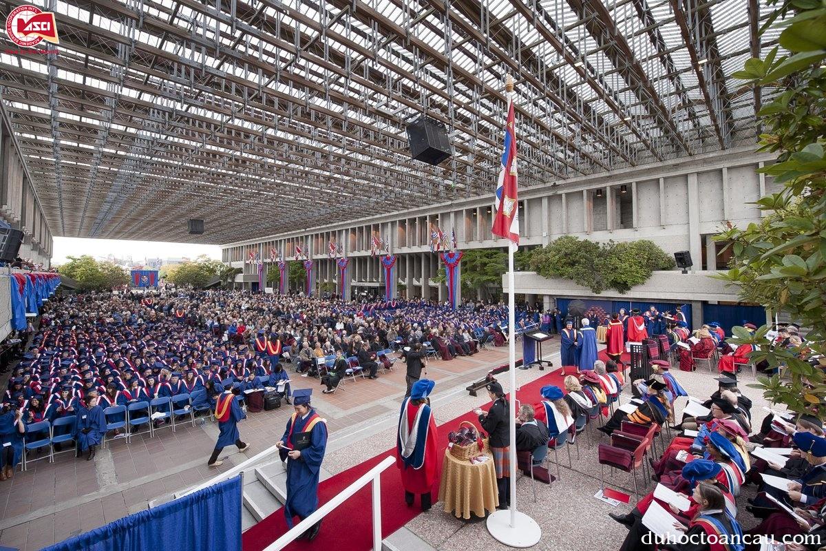 Lễ tốt nghiệp tại Fraser
