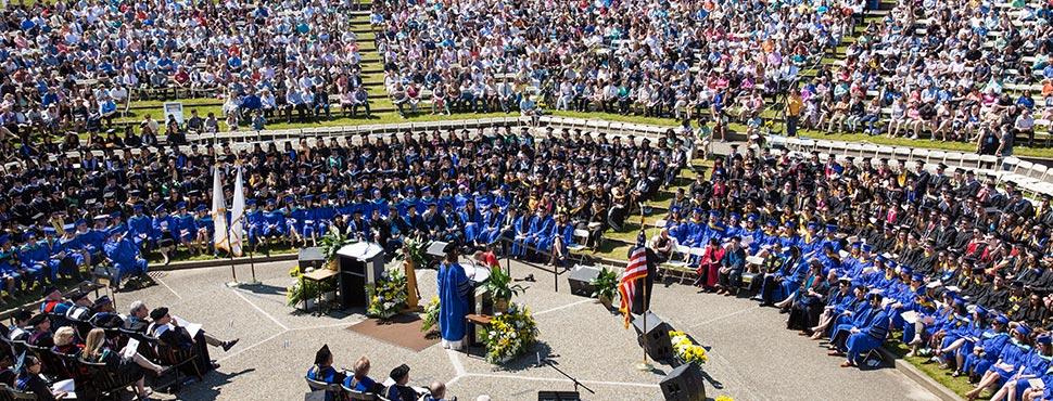 Lễ tốt nghiệp tại UMass Dartmouth Mỹ