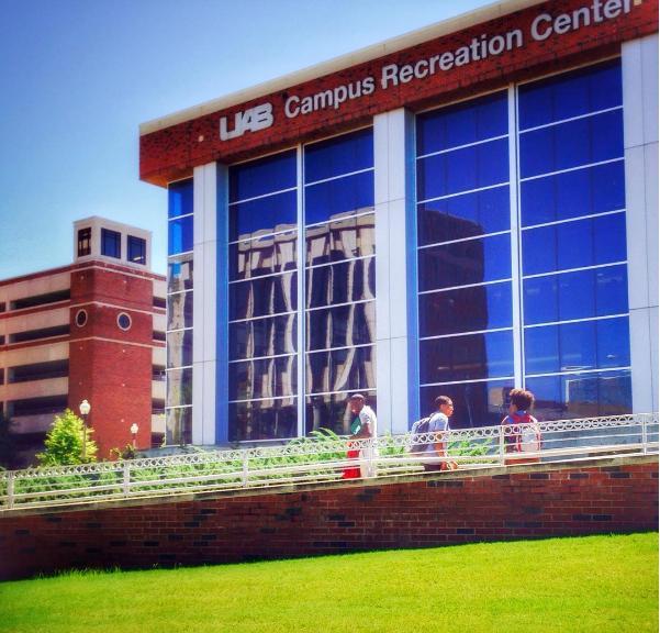 Khuôn viên xanh của UAB