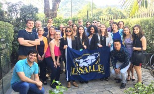 Linh Đan đã năm chắc trong tay cơ hội trở thành công dân toàn cầu, được hòa mình và môi trường giáo dục tuyệt vời của La Salle University