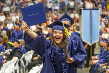 Hiện nay trường đang cấp học bổng tới 55% học phí (tương đương 15.000 USD/năm, duy trì 4 năm) cho sinh viên bậc cử nhân.
