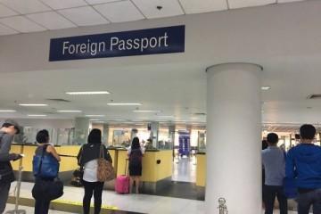 Quầy hải quan tại sân bay Manila