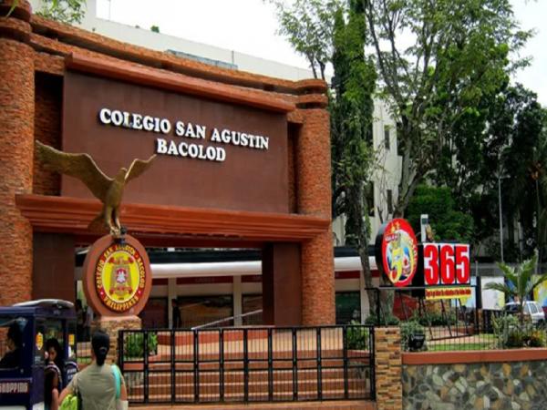 Trường Anh ngữ LSLC nằm trong khuôn viên trường Đại học San Augustin nổi tiếng