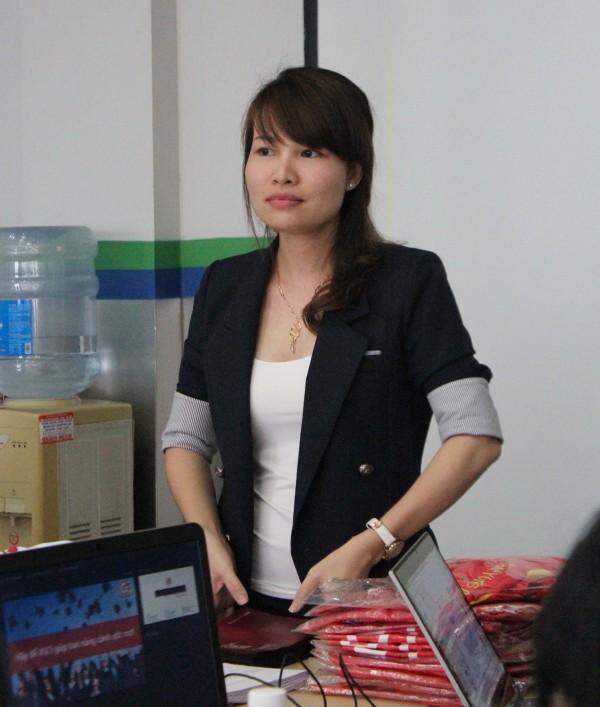 Chị Lâm Thị Thùy - đại diện của Học viện Anh ngữ CIA