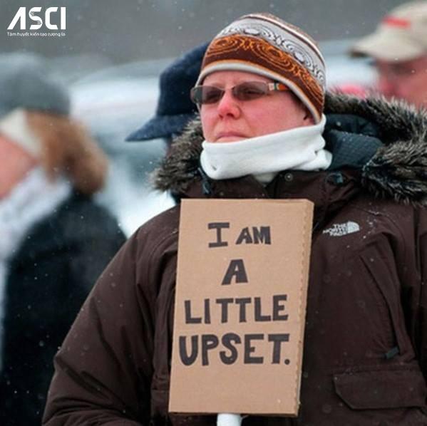 """Một cách biểu tình rất """"khiêm tốn"""": """"Tôi có hơi bực một chút"""""""