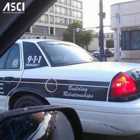 """Xe cảnh sát không phải để đi bắt tội phạm, mà là để """"tạo mối quan hệ"""" với người dân"""