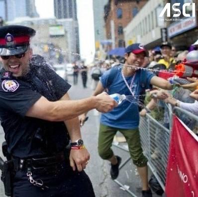 Cảnh sát Canada những lúc không phải làm nhiệm vụ