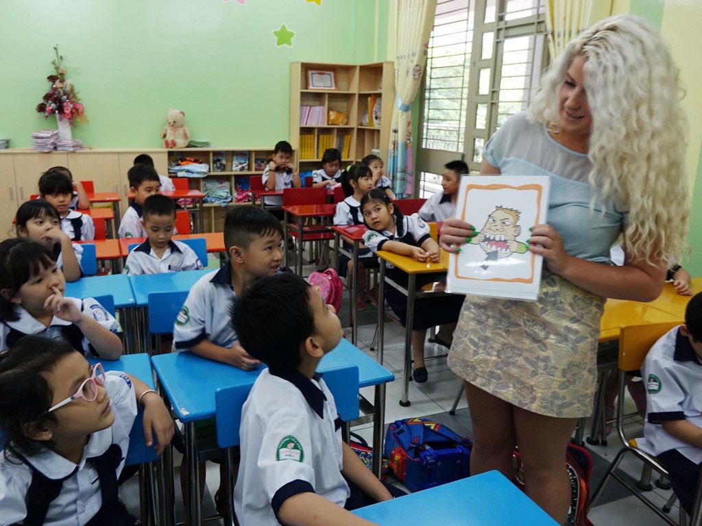 Trẻ em ở Philippines bắt đầu học tiếng Anh từ tiểu học