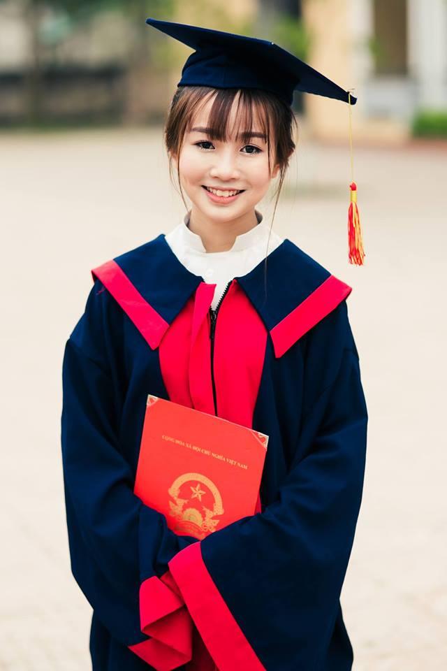 Chân dung cô nữ sinh nhỏ bé Khánh Huyền
