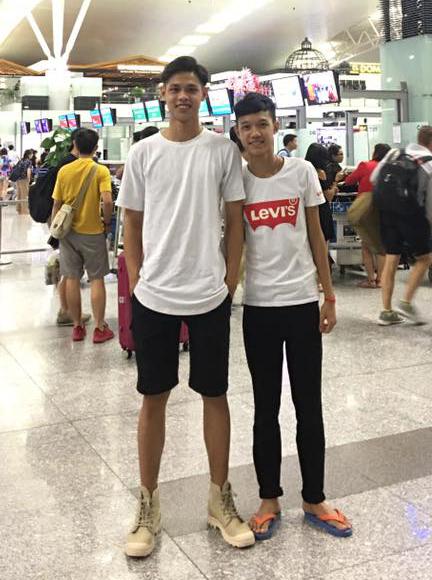 Ngoại hình như người mẫu của chàng trai 21 tuổi (bên trái)