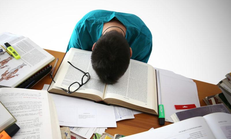 Nếu không được trang bị đầy đủ kiến thức và kỹ năng cần thiết, các bạn trẻ rất dễ chán nản khi đi du học