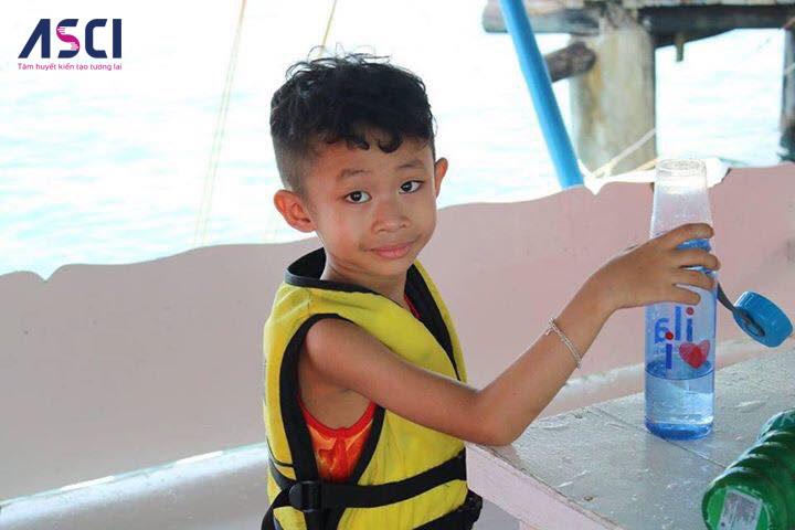 Con trai anh Thắng trong một hoạt động ngoại khóa ở Philippines