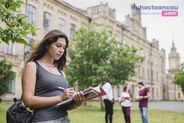 Các cơ sở giáo dục tại Pháp không tăng học phí 2019 - 2020