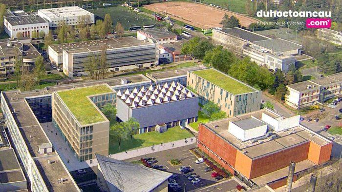 INSA LYON tọa lạc ở khu ký túc xá La Doua-Lyontech, Villeurbanne, Lyon.