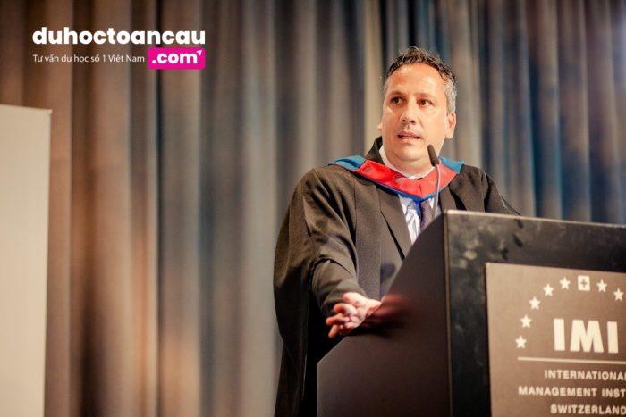 Sinh viên tốt nghiệp các khóa học của IMI sẽ nhận được 2 chứng chỉ quốc tế công nhận: một là của trường IMI (Thụy Sĩ) và một là của Đại học Manchester Metropolitan (Anh Quốc)