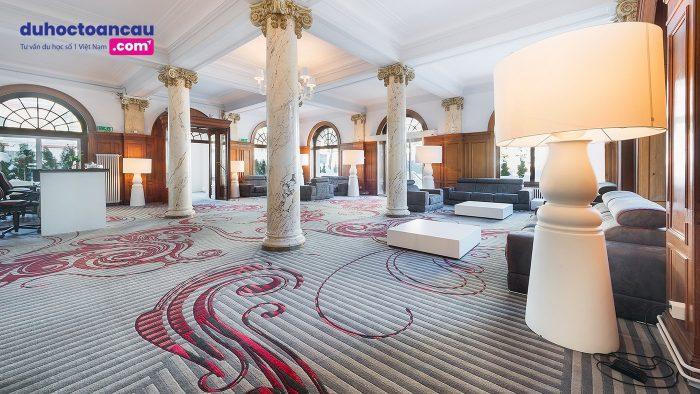 Khu học xá Leysin là hai khách sạn Mont-Blanc Palace và Belvédère