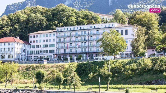 Trường có 2 cơ sở tại Thụy Sĩ, thành phố Lucerne và thành phố Le Bouveret