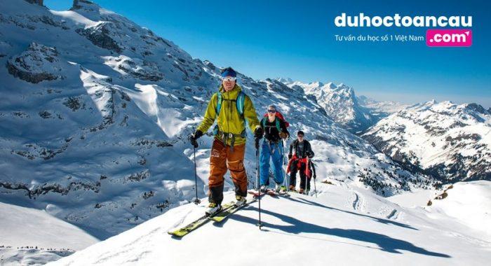 Bạn có thể trượt tuyết giữa màu hè tại Thụy Sĩ