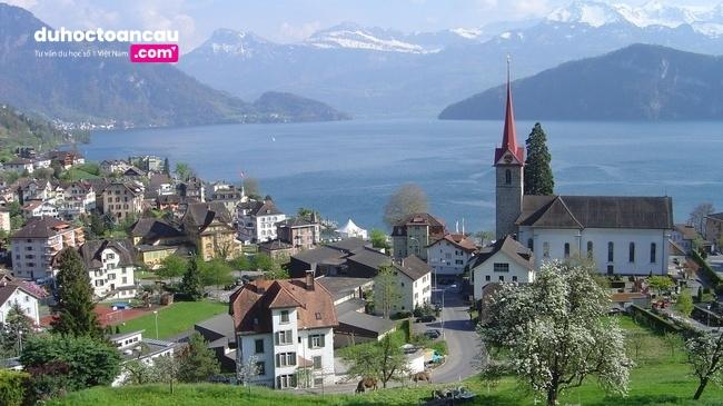 Học viện Swiss IM &H tọa lạc tại thị trấn Weggis