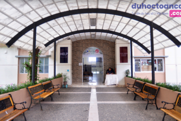 Cổng chính học xá LongLong – Baguio City